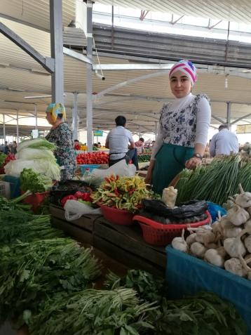 Vendedora plasza d mercado Tashkent