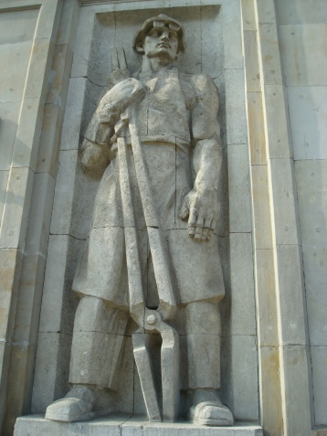 MONUMENTO A LOS TRABAJADORES SOVIETIVOS